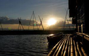 Sonnenuntergang über den Floating Houses auf dem Lake Tempe