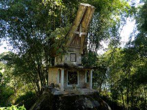 Ein Grab in Tanah Toraja